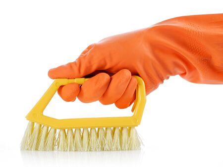 manos limpias: mano con guante naranja limpieza con pincel Foto de archivo