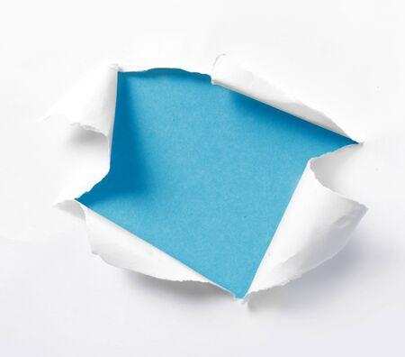 gescheurd papier: lege blauwe achtergrond gescheurd papier