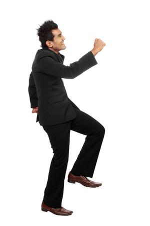 subiendo escaleras: Feliz hombre de negocios la escalada en blanco backgroung Foto de archivo