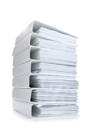 pila Ufficio legante di file su sfondo bianco