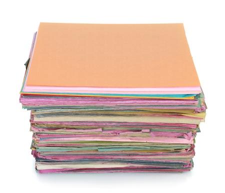 pile papier: Pile de vieux dossiers le dossier isol� sur blanc