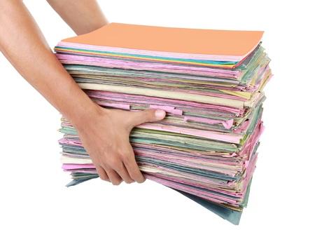 gestion documental: hombre que sostiene la pila de carpetas Pila de viejos documentos y facturas. Aislado sobre fondo blanco Foto de archivo