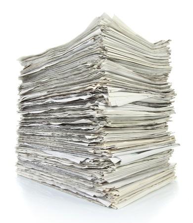 periodicos: Pila de papel de periódico en el fondo blanco