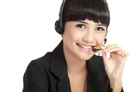 Portrait de l'opérateur heureuse souriante gaie de soutien de téléphone dans le casque, isolé sur fond blanc