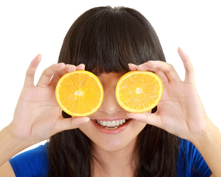 mujer con limones a los ojos y sonriendo. en blanco aislado Foto de archivo - 11093131