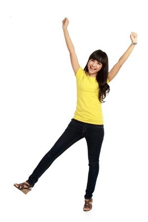 persona de pie: Ganador mujer - Casual exitoso ejecutivo joven muy emocionada aislada en el fondo blanco