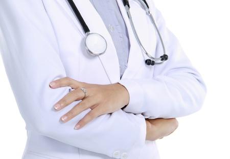 uniforme medico: Primer plano de la imagen del uniforme estetoscopio y m�dico aislado en fondo blanco