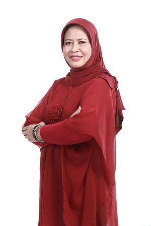 humildad: Confiado mujer musulmana en la bufanda, aislada sobre fondo blanco Foto de archivo