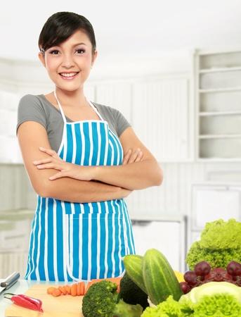 cuchillo de cocina: cocina mujer asi�tica en el kicthen