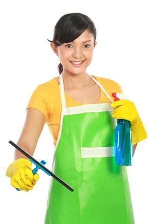 delantal: retrato de joven mujer atractivas ventanas de limpieza aisladas sobre fondo blanco