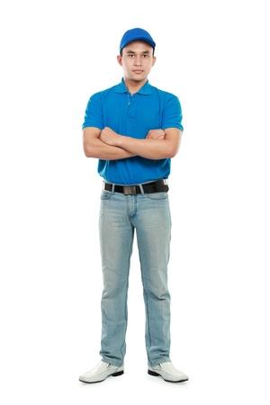 corriere: Ritratto di uomo consegna giovane isolato su sfondo bianco