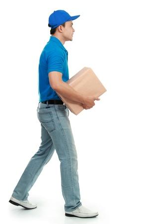 sending: servicio de mensajer�a en el uniforme azul el env�o de un paquete