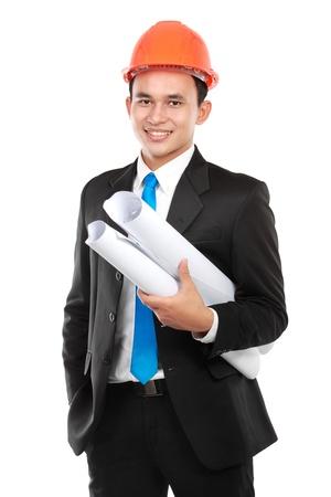 ingeniero: Hermoso joven arquitecto conf�a en el hombre asi�tico aislado sobre fondo blanco