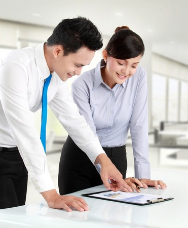 Business man and woman discussing bar chart Stock Photo - 12991660