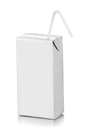 carton de leche: paquete de bebida en blanco listo para su diseño. aislado sobre fondo blanco