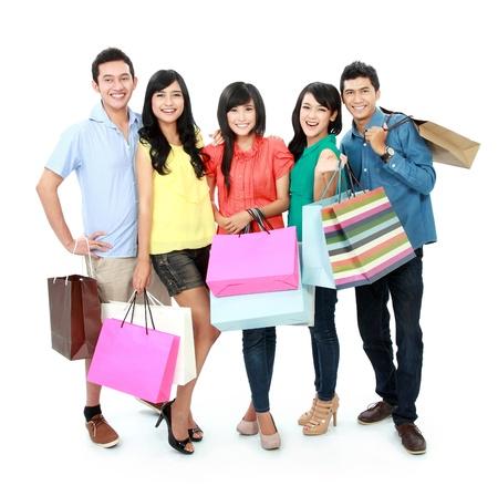filles shopping: Portrait de groupe de personnes du shopping ensemble isol� sur fond blanc Banque d'images