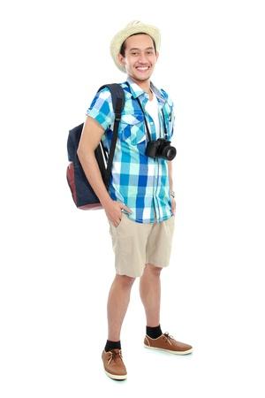 Asian male model: bức chân dung của một khách du lịch bị cô lập trên nền trắng