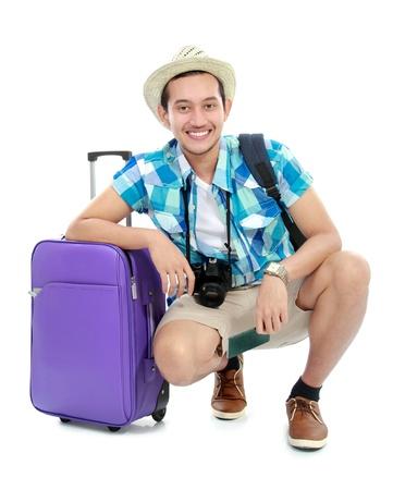viajero: retrato de turista con la maleta aislada en el fondo blanco Foto de archivo
