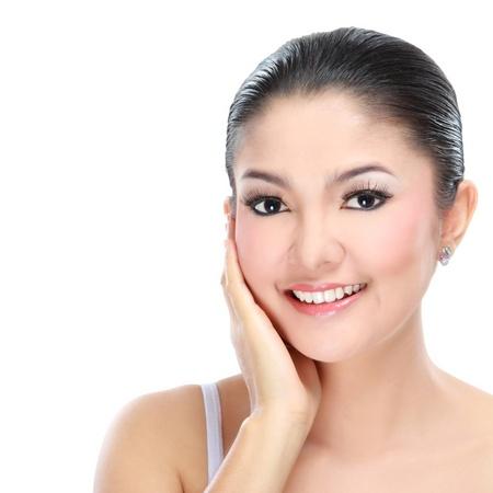 indonesisch: Mooie Aziatische vrouw gezicht met glimlach voor huidverzorging, make-up, beauty hygiëne, make-up, hydrateren Stockfoto