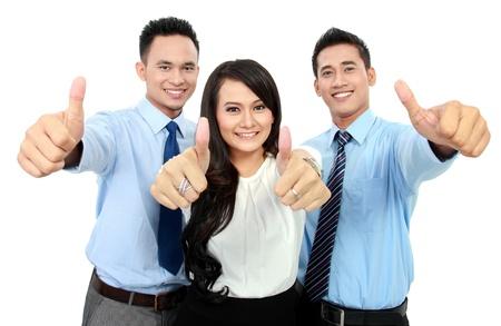 pulgar levantado: Retrato de una mujer y un hombre trabajador de oficina que muestra el pulgar hacia arriba