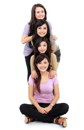 Grupo de mujeres que se divierten haciendo su cabeza junto