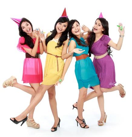 祝う: 興奮して 4 人の美しい少女白い背景で隔離の誕生日を祝う
