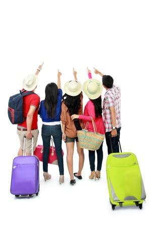 Travel Backpack: grupo de turistas permanecer juntos y mirando por encima Foto de archivo