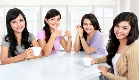 chat room: group of women friends having quality time together at home Stock Photo
