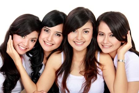 mejores amigas: Retrato de grupo de adolescentes sonrientes que se divierten