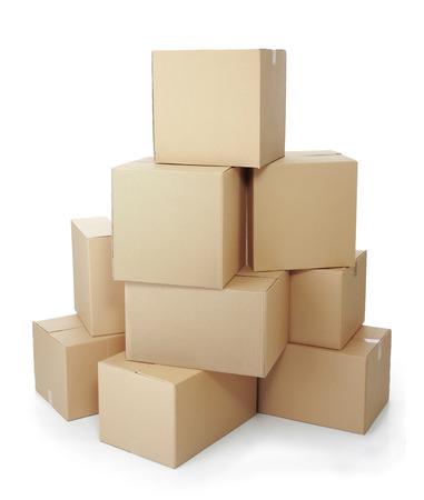 Stapel von Kartons auf weißem Hintergrund Standard-Bild - 24658573