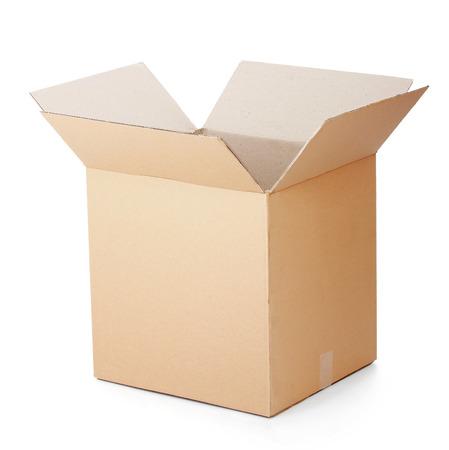 geopende kartonnen doos geà ¯ soleerd op een witte achtergrond. Stockfoto