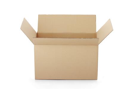 boite carton: bo�te en carton ouvert isol� sur un fond blanc. Banque d'images