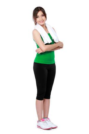 глядя на камеру: счастливая женщина с спортивная одежда руку пересекли и глядя камеру Фото со стока