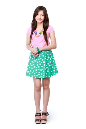 cute teen girl: Привлекательный молодой Азии женщина, стоящая изолированных на белом