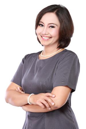 mujeres maduras: retrato de mujer feliz de negocios maduros con brazo cruzado Foto de archivo