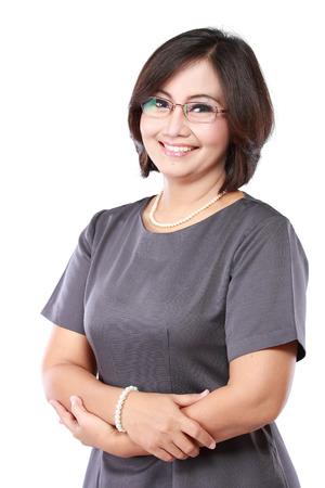 幸せの成熟したビジネスの女性の肖像画は、腕を交差 写真素材