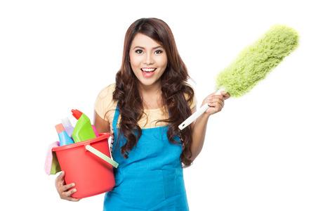많은 청소 장비와 아름 다운 아시아 여자의 초상화