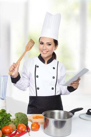요리를 준비하는 예쁜 요리사 여자의 초상화 스톡 콘텐츠 - 37229401