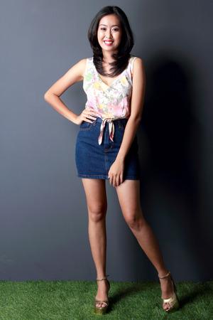mini jupe: portrait de la mode jeune femme beaty