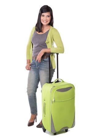 mujer con maleta: Un retrato de la hermosa mujer de edad asiático sosteniendo maleta medio. listo para ir de vacaciones