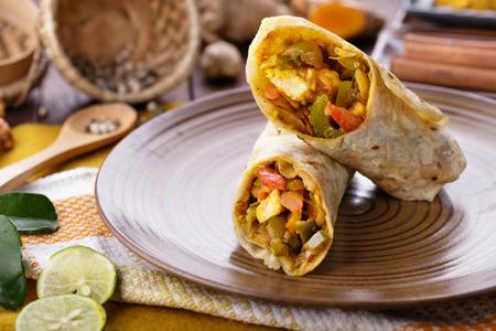 plato de comida: cerca retrato de indio Tikka paneer envoltura