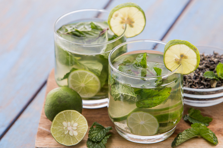green: Summer fresh fruit Flavored infused water mix of green tea, lime and mint