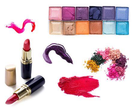 productos de belleza: conjunto de barra de labios Scratch, rubor en polvo y conforman la colección de cosméticos