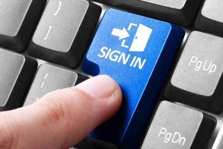 dedo: Al iniciar sesión en un sitio. gesto de dedo que presiona signo de botón en un teclado de computadora