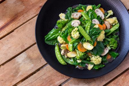 건강한 채식 중국 음식 캡 케이의 상위 뷰 초상화