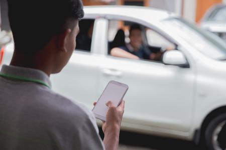 customer ordering taxi via online apps Foto de archivo