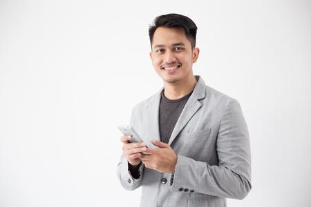 Negocios jóvenes asiáticos con teléfono celular inteligente Foto de archivo - 101514022