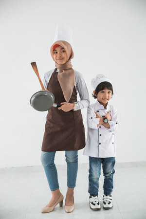 little kid love to cook