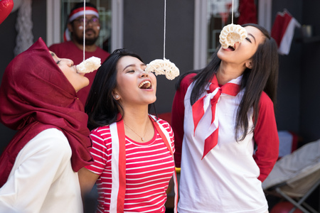 indonesia crackers eating competition Stock Photo