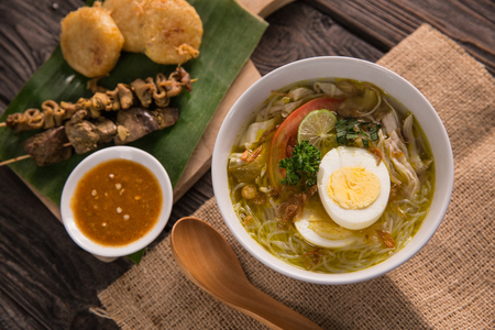 soto ayam, chicken soup with curry Standard-Bild